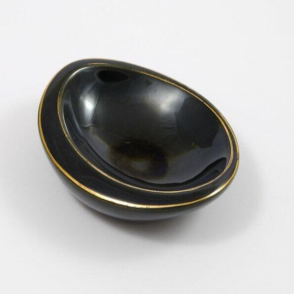 Czarna ceramiczna popielniczka Pruszków