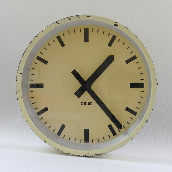Zegar dworcowy wtórny IBM w kolorze kremowym