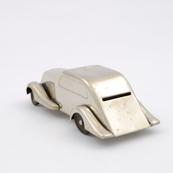 samochód skarbonka z lat 30.