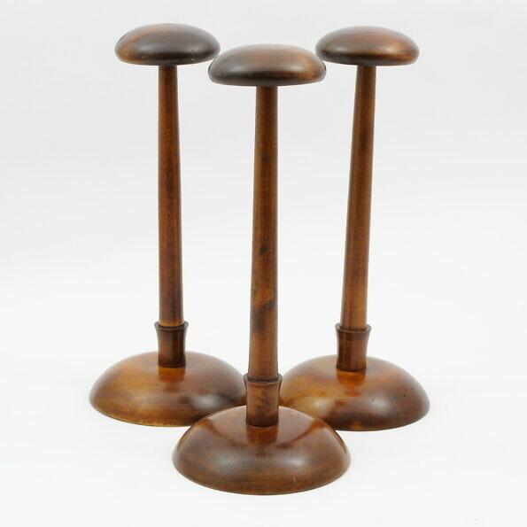 drewniany stojak na kapelusz z lat 20.