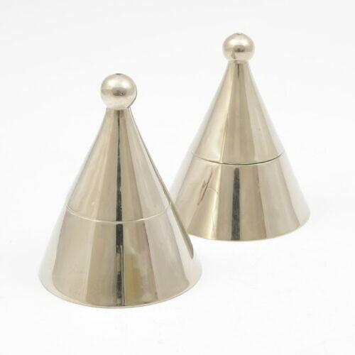 Postmodernistyczne świeczniki w stylu Aldo Rossi