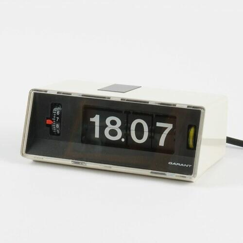 Biały zegar klapkowy Garant z lat 70. w stylu space age